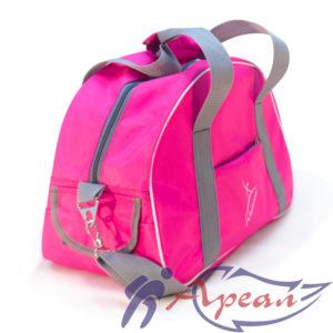 Широкие ремни и внешние карманы спортивной сумки